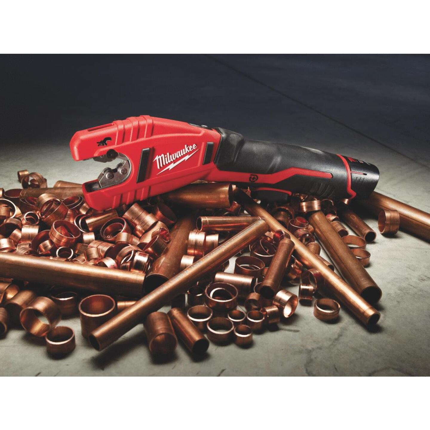 Milwaukee M12 12 Volt Lithium-Ion Copper Cordless Pipe Cutter Kit Image 5
