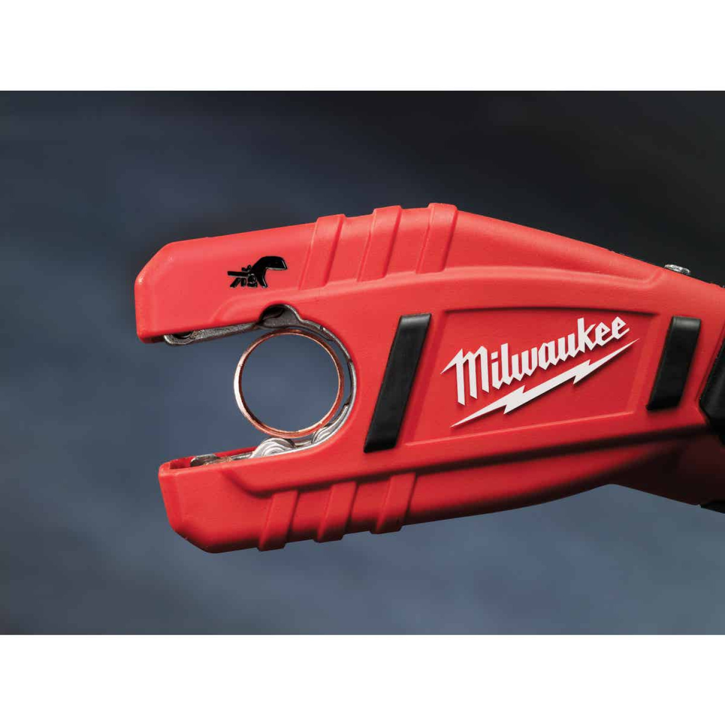 Milwaukee M12 12 Volt Lithium-Ion Copper Cordless Pipe Cutter Kit Image 3