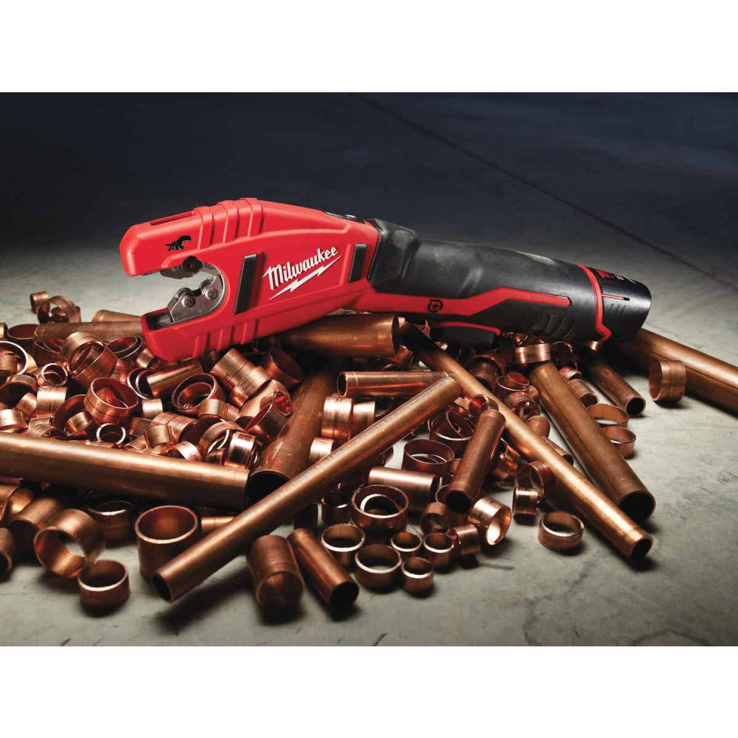 Milwaukee M12 12 Volt Lithium-Ion Copper Cordless Pipe Cutter Kit Image 4